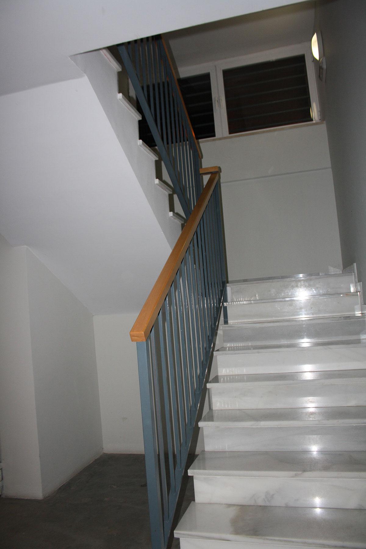 Pasamanos metalicos para escaleras amazing with pasamanos - Pasamanos de escaleras interiores ...